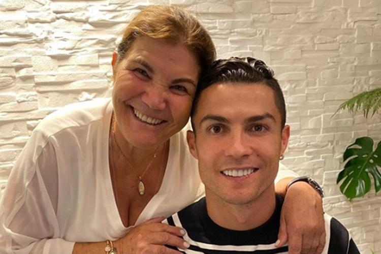 Mãe de Cristiano Ronaldo sofre AVC e é internada