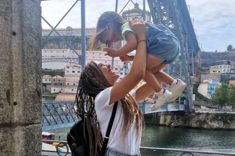 Sara Barradas encanta com fotografia da filha